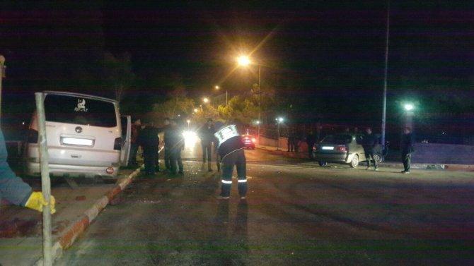 Keşan'da 2 araç çarpıştı: 3 yaralı