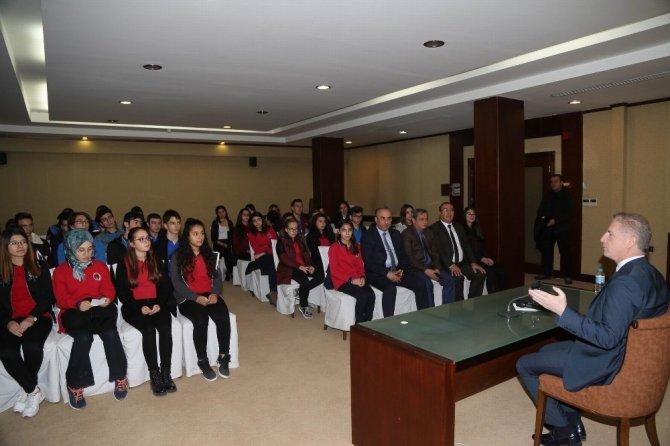 Vali Gül, öğrencilere deneyimlerini anlattı