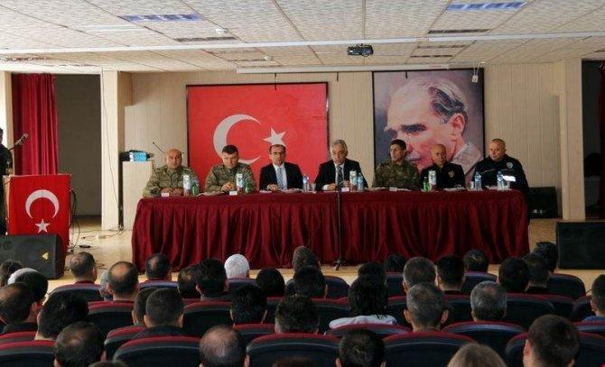 Vali Toprak Çukurca'da muhtarlar toplantısına katıldı