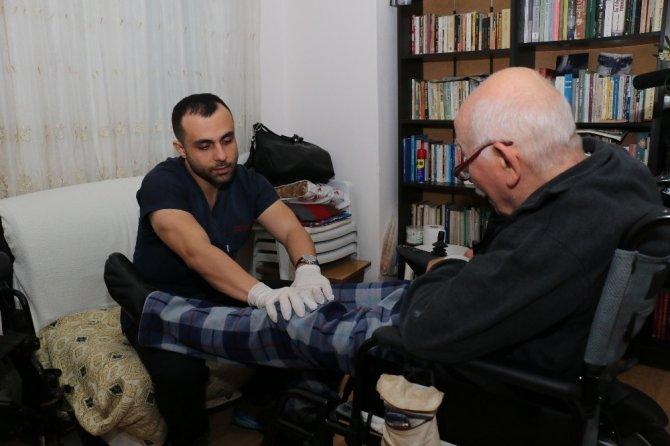 Büyükşehir Belediyesi hastalara evinde bakıyor
