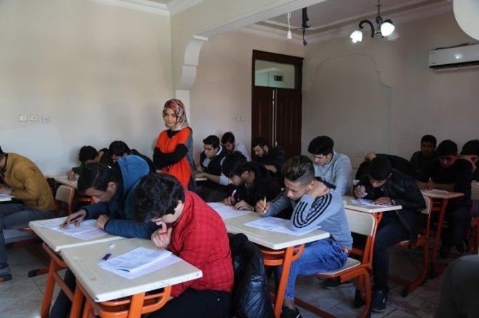 Eyyübiye Belediyesi ile öğrenciler sınava hazırlanıyor