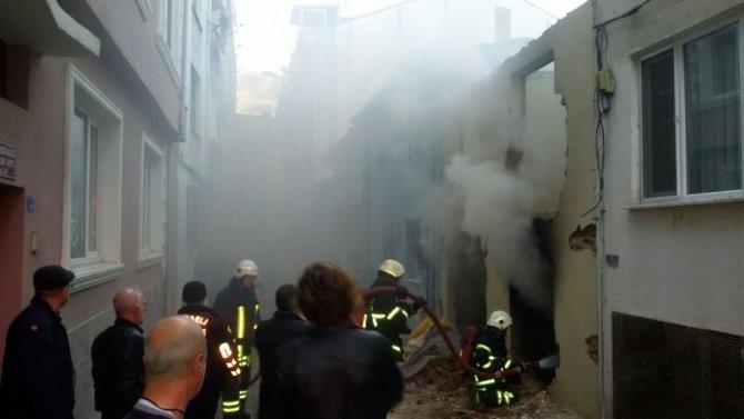 Metruk binada çıkan yangın itfaiye tarafından söndürüldü
