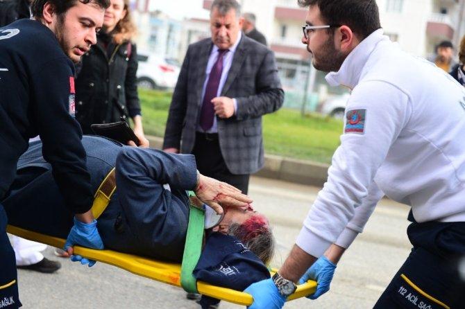 Kadın sürücü yaşlı kadına çarptı