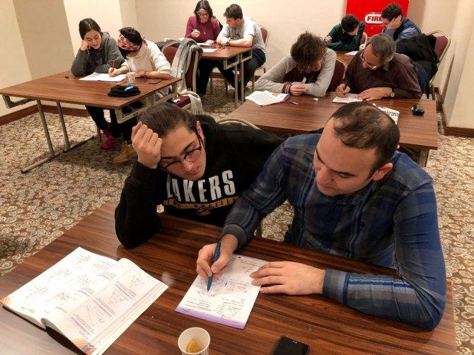 Üniversite sınavı için kampa girdiler
