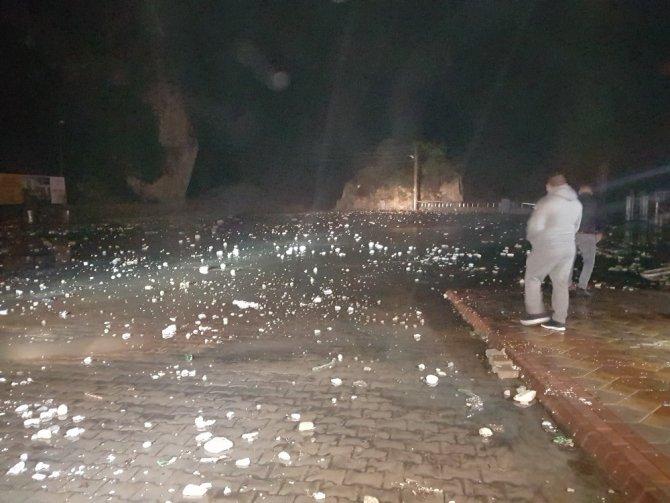 Amasra fırtınaya teslim oldu, araçlar sular altında kaldı