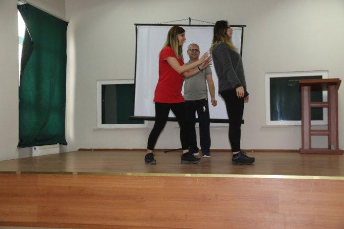 Kardelen Kadın Merkezinde drama etkinliği düzenleniyor