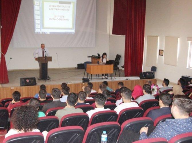 Silvan'da 'Evde Eğitim ve Destek Eğitim Odası' semineri