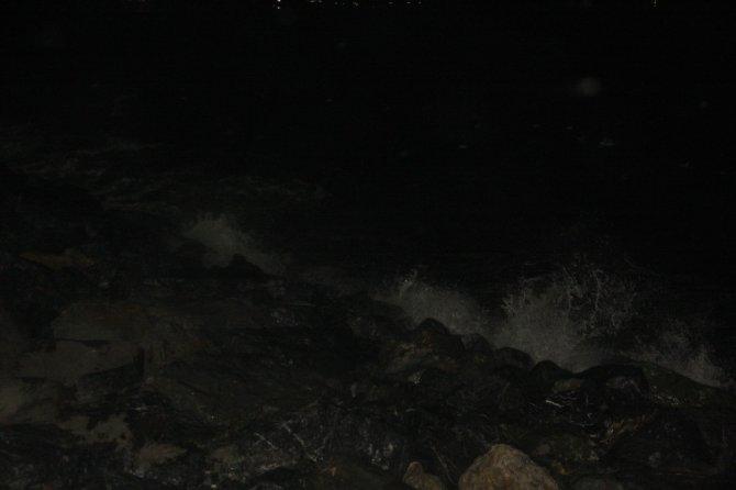 Fırtına gece boyunca İstanbul'da etkili oldu