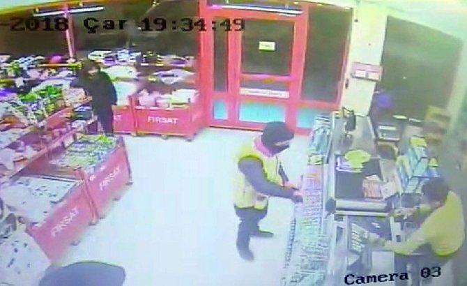 Kar maskeli 2 kişi marketi soydu