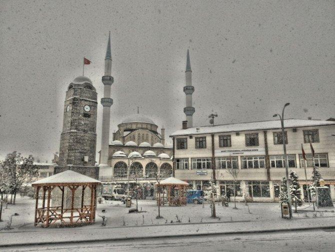 Tokat'ın Başçiftlik ilçesinde kar hasreti sona erdi
