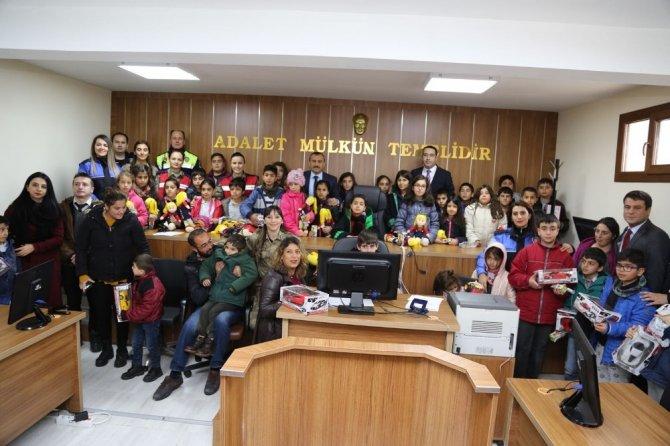Tunceli'de, çocuklardan adliye ziyareti