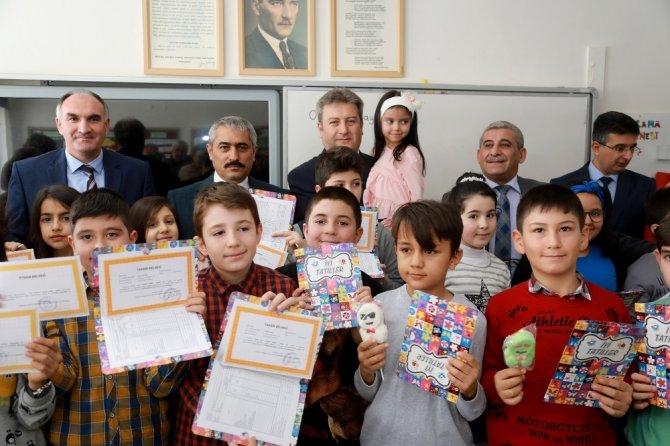 Başkan Palancıoğlu öğrencilerin karne heyecanına ortak oldu
