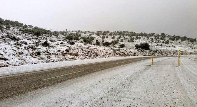 Araban'a yılın ilk karı yağdı
