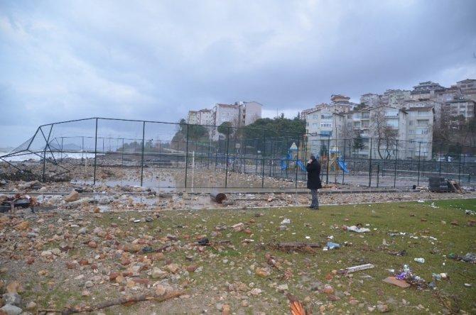 Başkan Tekin, hasar gören alanlarda incelemelerde bulundu