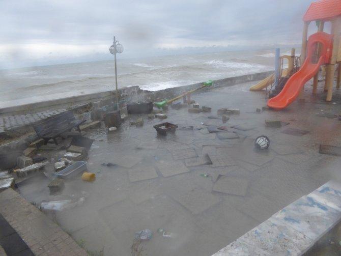 Şiddetli fırtına Çatalzeytin'i vurdu