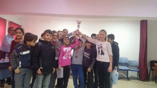 Çavdarhisar Ortaokulu'nda dönem sonu bilgi yarışması