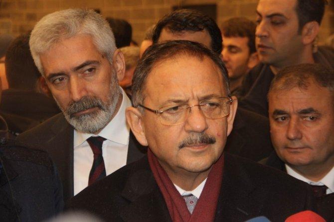 Bakan Özhaseki, Sur'da incelemelerde bulundu