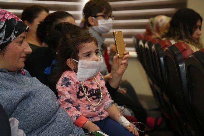 Hasta çocuklara masal terapisi