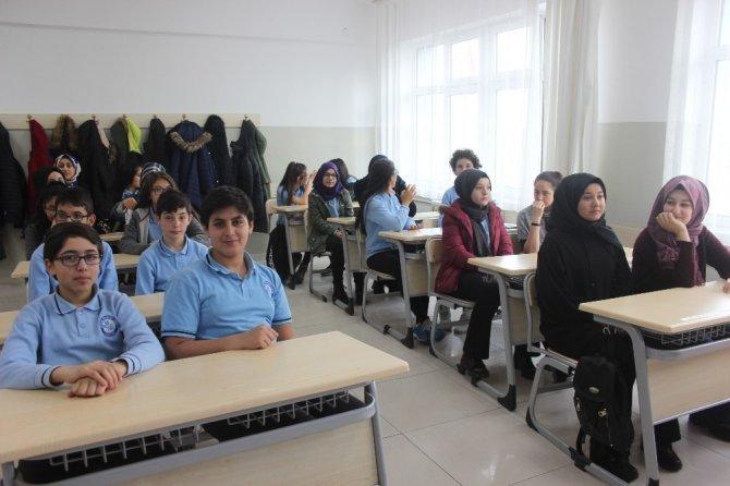 Erzincan'da öğrenciler karne heyecanı yaşadı