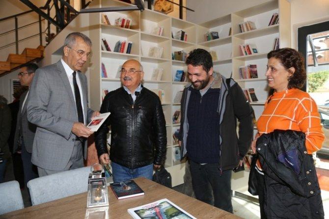 Mezitli'de kafe kütüphane açıldı