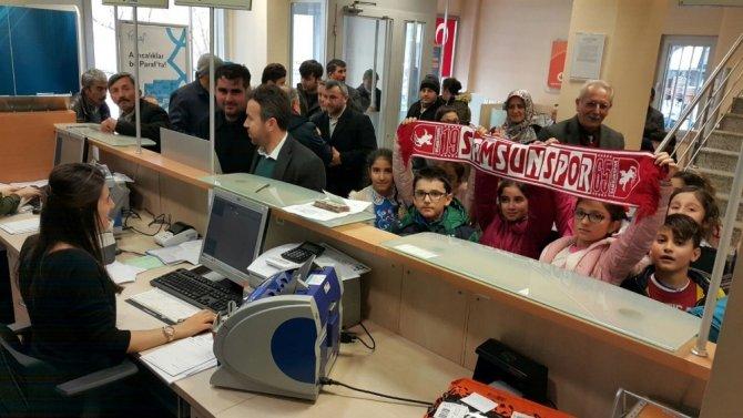 Öğrencilerden Samsunspor'a yardım