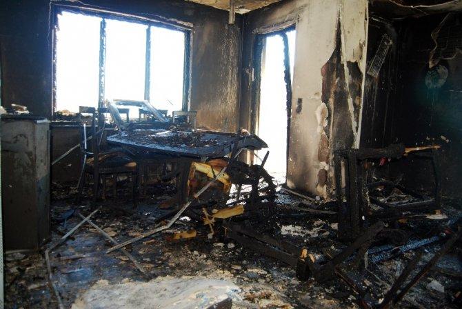 Evi yanan aile evsiz kaldı