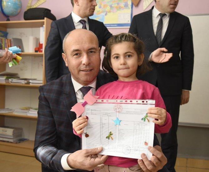 Başkan Togar, öğrencilere karne dağıttı