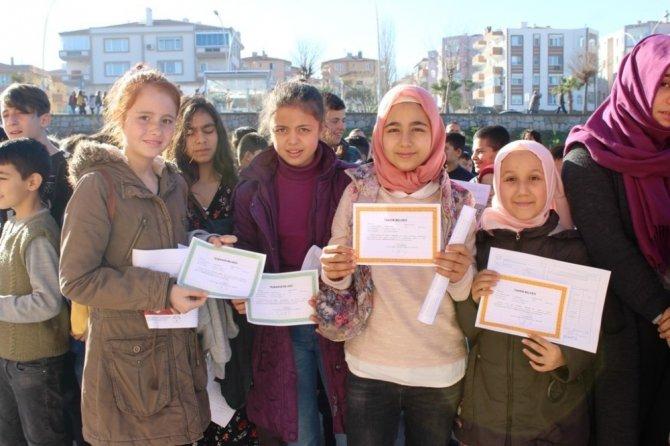 Ayvalık Ustalı Anadolu İmam Hatip Lisesi'nde ilk karne heyecanı