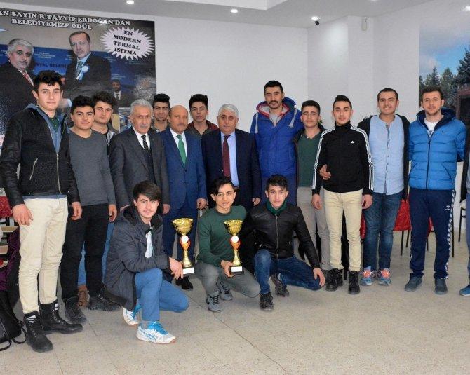 Başkan Şimşek, genç sporcular ile yemekte bir araya geldi