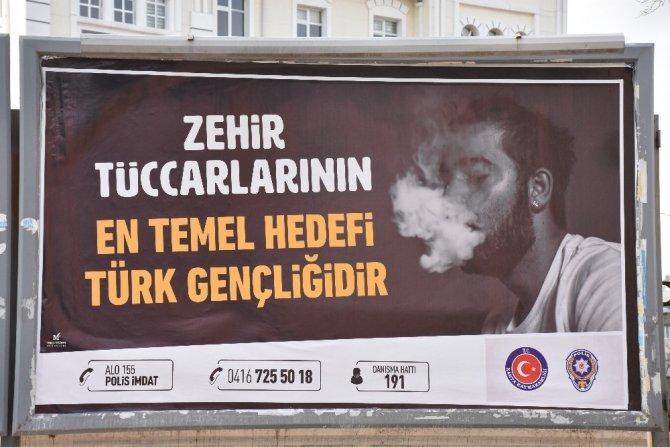 Polis vatandaşları uyuşturucuya karşı uyardı