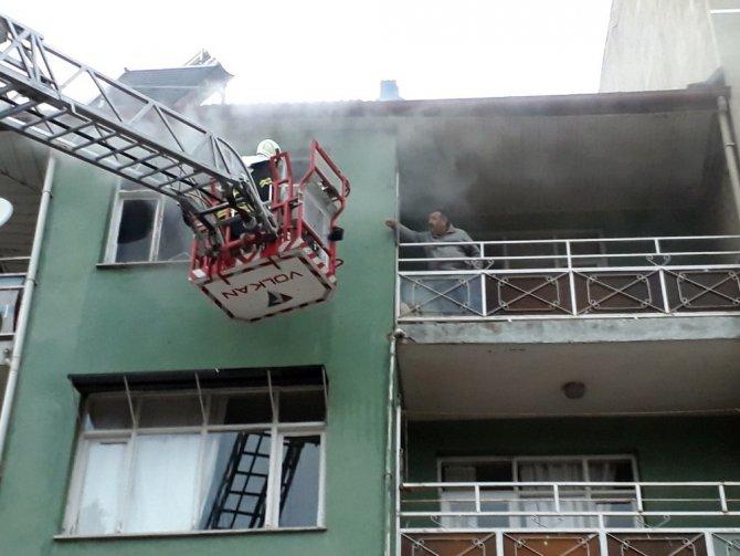 Kula'da korkutan ev yangını