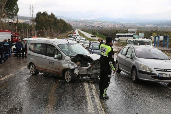 Muğla'da üç araç birbirine girdi: 6 yaralı