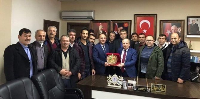 Taşeron işçilerden Karadağ'a osmanlı tuğrası