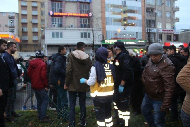 Kamyonetle çarpışan otomobil refüje çıktı: 2 Yaralı