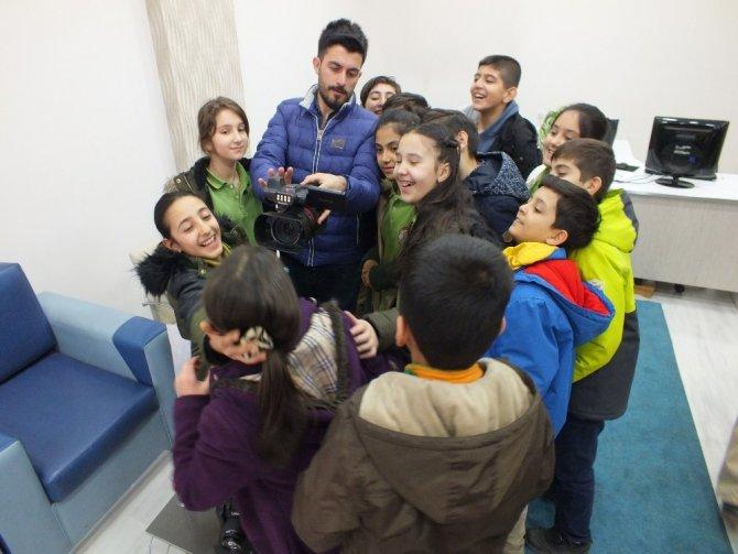 Ağrılı öğrencilerden İHA'ya ziyaret