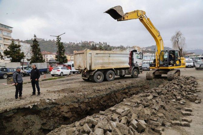 Çayeli Belediyesi'nin alt ve üst yapı projeleri devam ediyor
