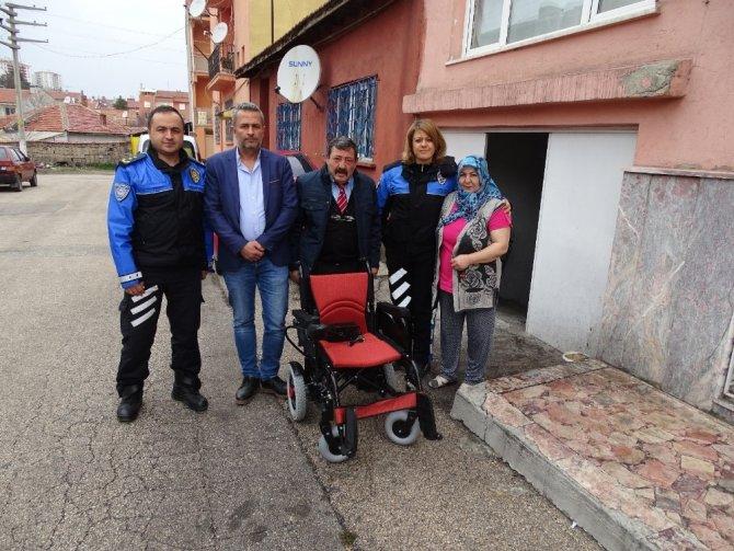 Eskişehir polisi engelli vatandaşların yardımına koşuyor