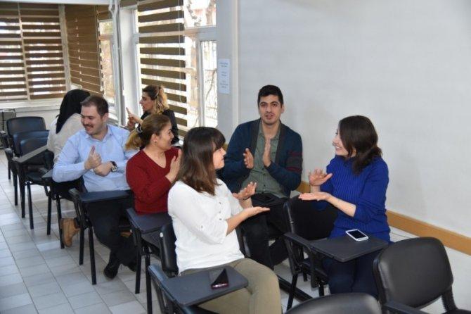 Personele işaret dili eğitimi