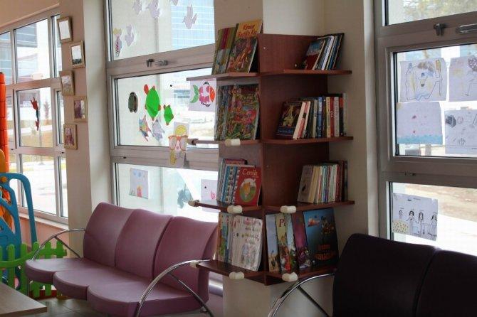Ağız ve Diş Sağlığı Merkezinde çocuk kitaplığı