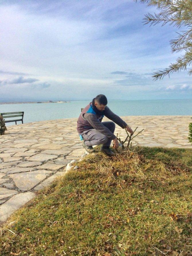 Beyşehir'in park ve yeşil alanlarında bahar mesaisi