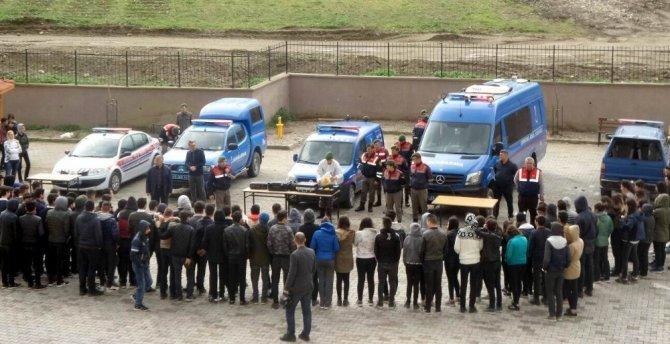 Jandarmadan lise öğrencilerine trafik eğitimi