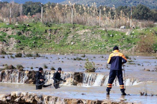 Milas'da selde kaybolan emekli öğretmen için arama çalışmaları sürüyor