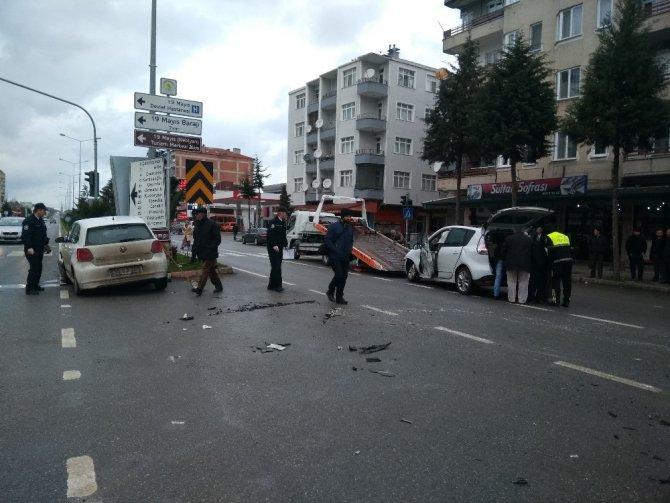 19 Mayıs'ta kaza: 2 yaralı