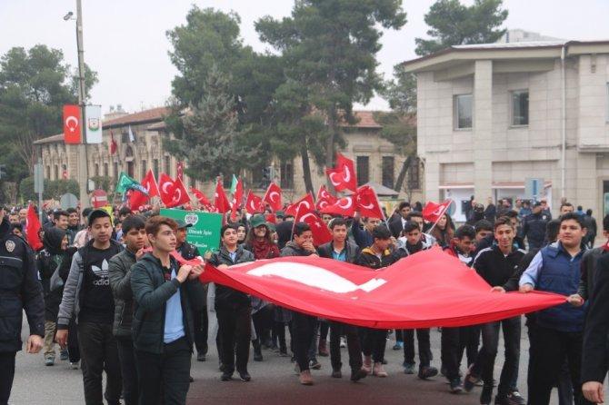Şanlıurfalı gençlerden Mehmetçiğe saygı yürüyüşü