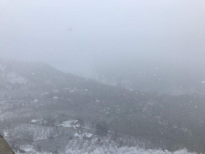 Trabzon'a kar Beşikdüzü ilçesinden girdi
