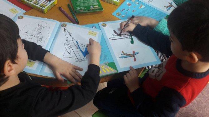 Köyceğiz'de öğrencilere kırtasiye yardımı