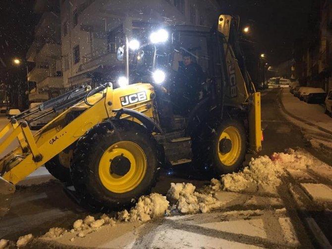 Akçakoca belediyesi ekiplerinin karla mücadelesi