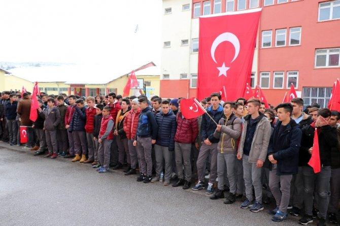 Yozgat'ta ellerine kına yakan öğrenciler, Afrin için gönüllü oldu