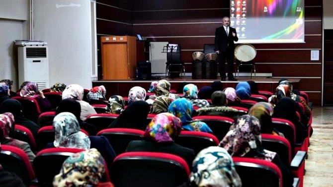 Aile okulu seminerleri devam ediyor