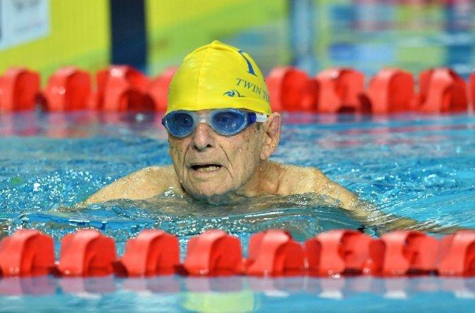 99 yaşındaki Avustralyalı yüzücü rekor kırdı